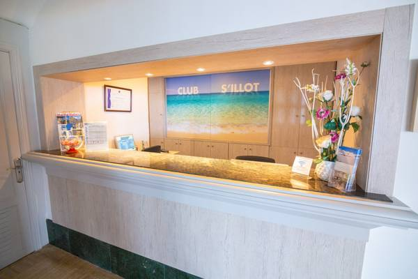 24-hour reception s'illot hotel majorca